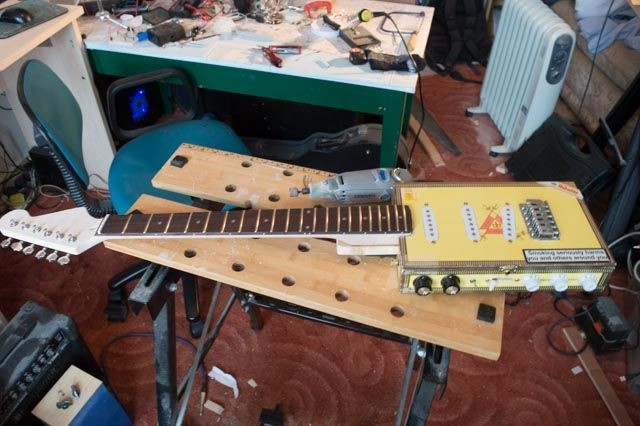 The neck was finished and it was time to put everything together.