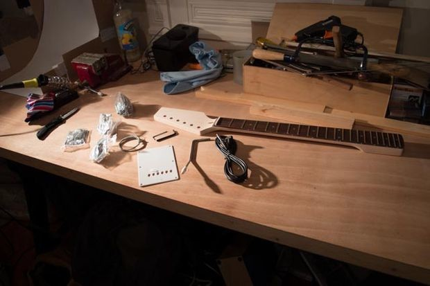 For the neck and headstock, this guy used unfinished Fender Stratocaster parts.